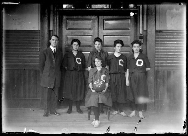 Women's Basketball, 1907