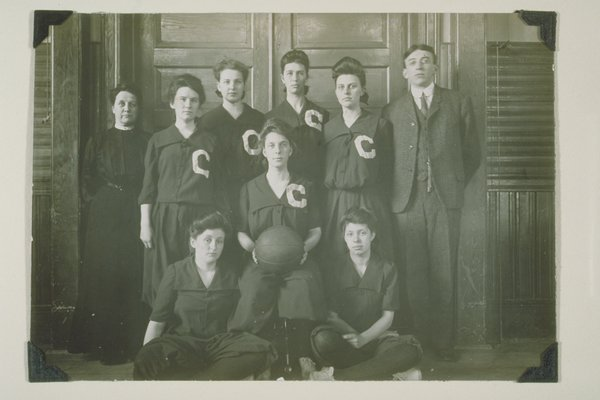 1904 girls basketball team