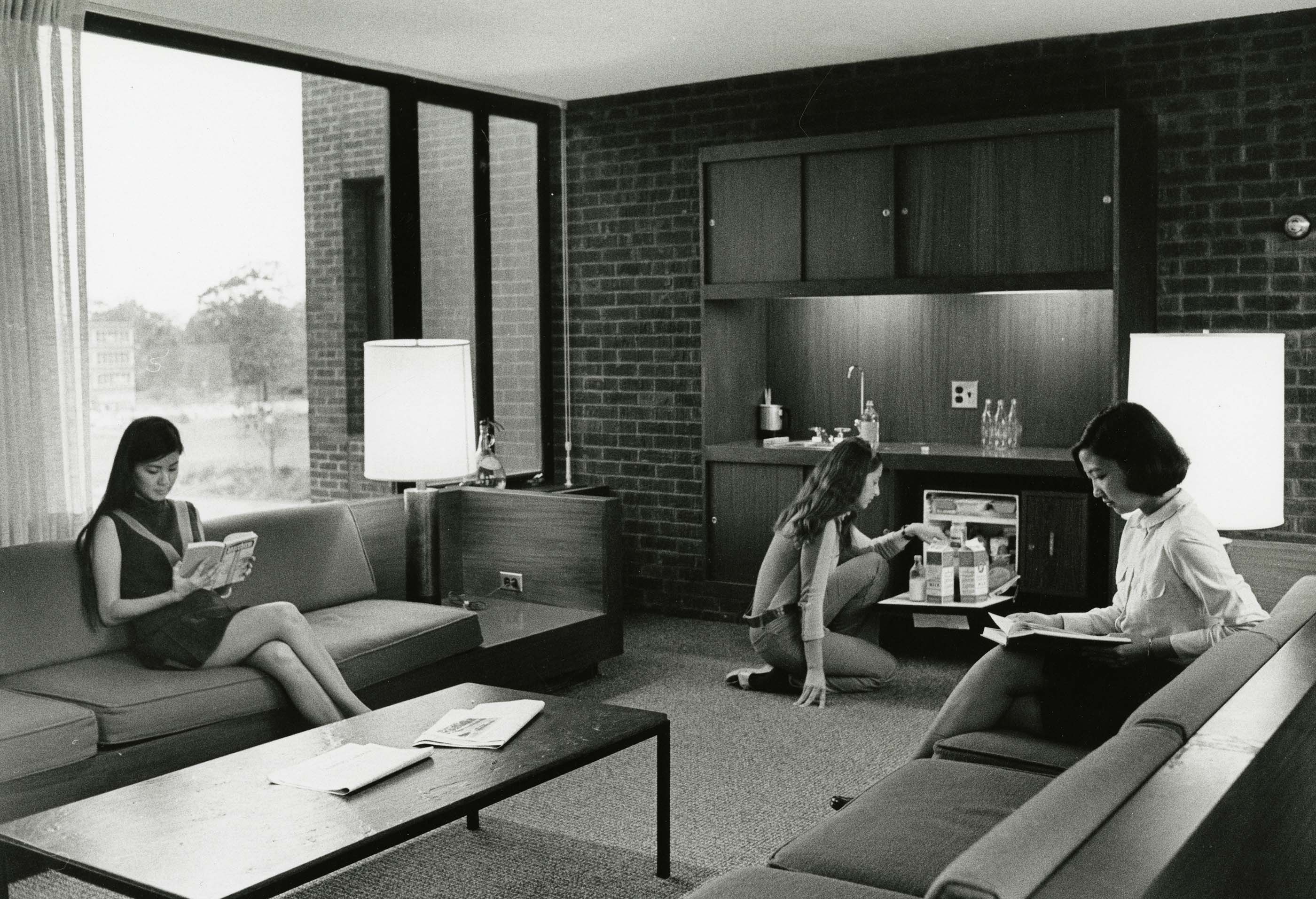 UConn students in a dorm lounge, 1970