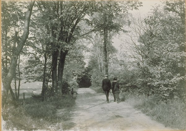 Students walking on Gurleyville Road in Mansfield, 1930s